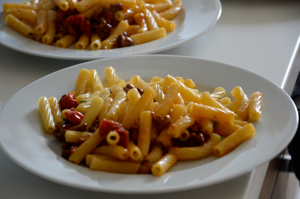 Pasta Felicetti con Funghi Finferli, pomodorini freschi ed erba cipollina