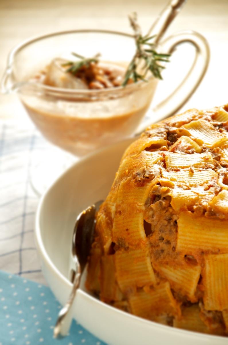 Il Timballo di Pasta con maccheroni, ragù e besciamella