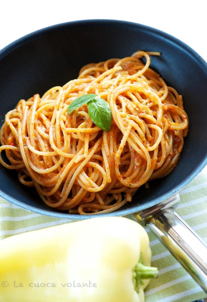 Spaghetti con crema di Peperoni e Basilico